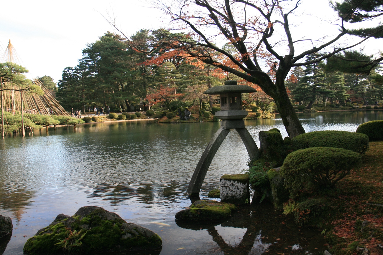 14 la lanterne kotojitoro du jardin kenrokuen situ en for Jardin kenrokuen en kanazawa
